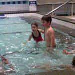 Bloems eerste zwemles